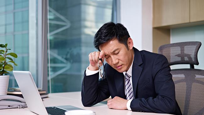 仕事別のストレス度調査。金融業を上回り最もストレス度が高い業種は?