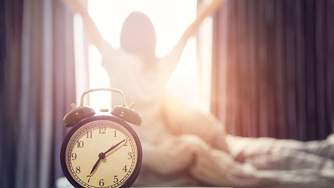 睡眠にも影響を与える既日リズム。女性は性周期で変化することが明らかに