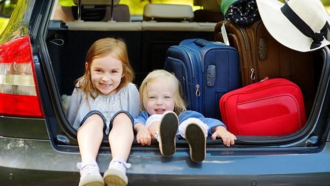 「幼少期の幸福度」と幼少期の遠出ドライブ経験の関係を脳発達の専門家が解説。カギは好奇心にあり!