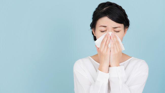国民の約半数がアレルギー症状に悩む中、いよいよ到来?!原因1位は「スギ・ヒノキ等」、2位は?