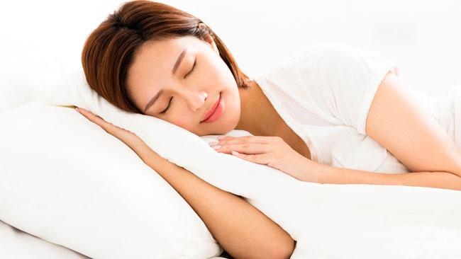 50.1%が国際基準「アテネ不眠尺度」で不眠症疑いアリ。20~30代に顕著な傾向に