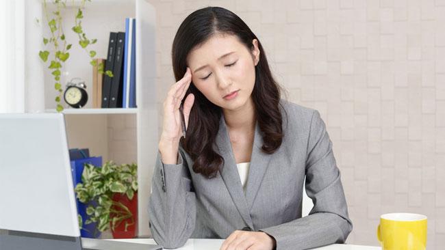 仕事の生産性を落としていると思う悩み1位は「肩・首こり」と「○○」!