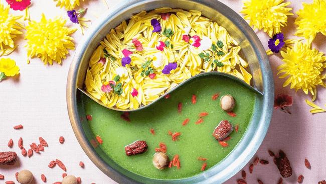 心が不安定になりやすい季節。緑と花の薬膳鍋でスッキリ&ホッコリしてみませんか?