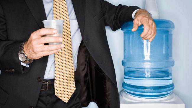 オフィスワーカーは乾いている?!1日の摂取目安量2ℓに対して、約9割は1.2ℓどまり