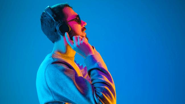 カギは音楽習慣!低ストレス者の8-9割が生涯を通じて音楽を聴く習慣アリ!