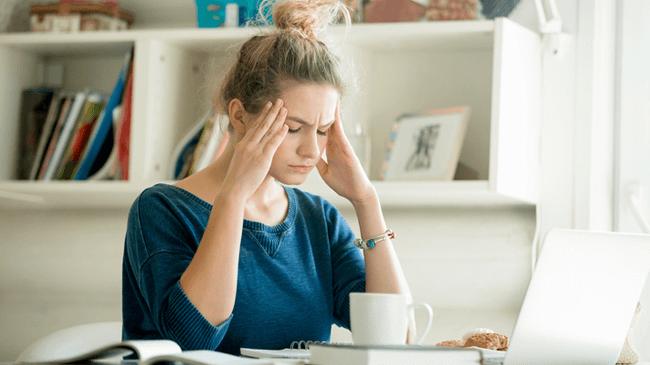 弊害多し!在宅勤務で座り時間が増えた人は8割。3時間以上増加が約4割を占める