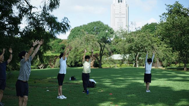 朝7時から新宿御苑でプロによる健康改善プログラムが受けられるサブスクがスタート!
