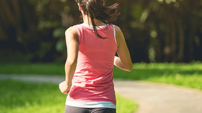 最近運動を始めた女性の約4割が感じている「運動後の足のダル重」。でもリカバリーケアは面倒…