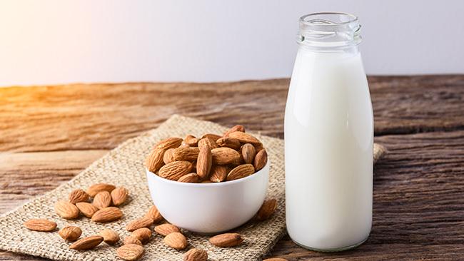 アーモンドミルク飲用調査で明らかに。食物繊維摂取と睡眠の質向上の関係性とは?!