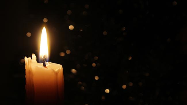 ロウソクの火を見つめる トラタカ瞑想で心を癒そう