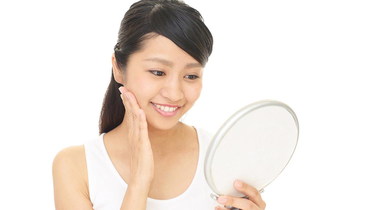 鏡の前の笑顔ストレッチで 心の乱れを整えよう