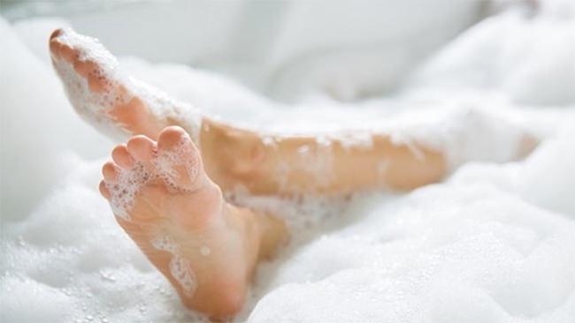湯船につかりぼーっとリラックス? お風呂の中で何をしていますか?実は79.5%の方が・・・