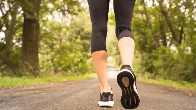 歩くと幸福に!意識的にウォーキングしている人の64.1%が「人生や生活に充実感を覚えている」